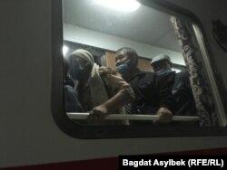 Ýolagçy otlusy Türkmenistandan göçen 250-den gowrak adamy Gazagystana getirdi.