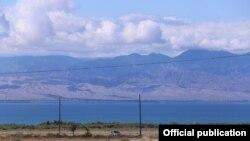 Озеро Иссык-Куль — одно из популярных туристических направлений в Кыргызстане