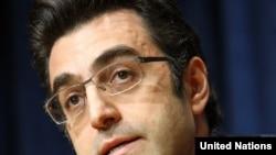 مازیار بهاری، روزنامهنگار ایرانی.