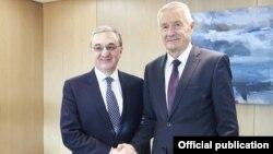 И. о главы МИД Армении Зограб Мнацаканян (слева) и генеральный секретарь Совета Европы Торбьерн Ягланд, Страсбург, 20 ноября 2018 г.