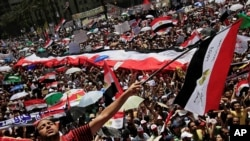 Thousands demonstrated on Egypt's Tahrir Square to demand a faster pace of reform.