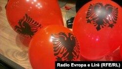 Priština ukrašena albanskim zastavama
