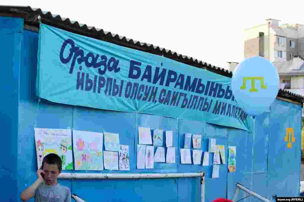 На обозрение были представлены детские рисунки по теме «Къырым – меним Ватаным» (Крым – моя Родина)
