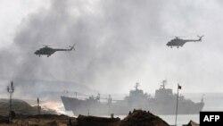 Nave și elicoptere ale armatei ruse, în timpul exercițiului Kavkaz 2016, din Crimeea.