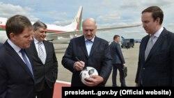 Alyaksandar Lukashenka Moskvaya futbol çempionatının açılışına gedib