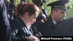 Ирина Егорова на выходе из зала суда