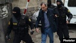 Իրավապահները բերման են ենթարկում Ժիրայր Սեֆիլյանին: 20-ը հունիսի, 2016 թ․