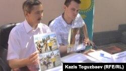 Украина бас консулы міндетін атқарушы Сергей Бобошко (сол жақта). Алматы, 30 тамыз 2014 жыл.