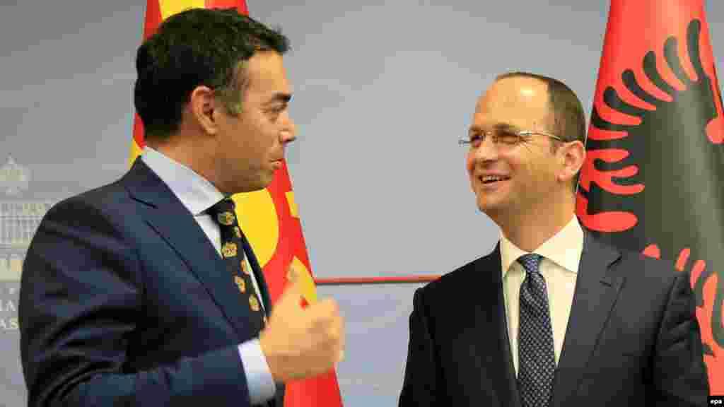 МАКЕДОНИЈА - Договорот меѓу Македонија и Грција има исклучително значење за демократската стабилност во регионот и за нашата заедничка евроатлантска перспектива, изјави шефот на албанската дипломатија Дитмир Бушати на прес-конференцијата со неговиот македонски колега Никола Димитров. Бушати апелираше граѓаните на Македонија, особено на Албанците, да дадат поддршка на историскиот Преспански договор.