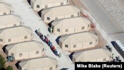 Tabăra de corturi de la Tornillo, Texas, unde sînt adăpostiți copii separați de părinții imigranți ilegali