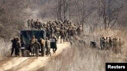 Оңтүстік Кореяда әскери жаттығуда жүрген АҚШ сарбаздары. 8 сәуір 2013 жыл. (Көрнекі сурет)