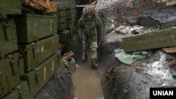 Украинский солдат в районе близ города Авдеевка Донецкой области. 23 февраля 2017 года.