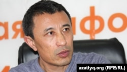 Режиссер Ермек Тұрсынов Азаттық радиосының бюросында. Алматы, 20 сәуір 2012 жыл.