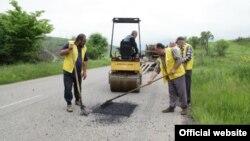 Փոսային նորոգման աշխատանքներ Հայաստանի ճանապարհներից մեկին, արխիվ