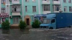 Центр Керчи затопило из-за сильных ливней (видео)