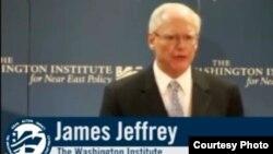 السفير الاميركي السابق في بغداد جيمس جيفري