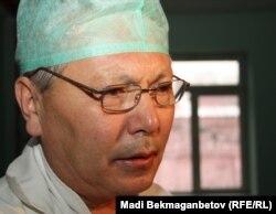 Болат Баиров, хирург клиники «Ниссамед». Алматы, 8 декабря 2011 года.