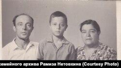 Рамиз Нетовкин с родителями. Архив семьи художника