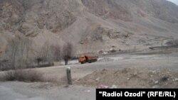 Участок кыргызско-таджикской границы в районе Исфары. Иллюстративное фото.