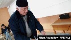 Один из избирательных участков в городе Бишкеке. 4 октября 2015 года.