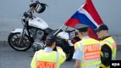 """Группу """"Ночных волков"""" остановила полиция Германии"""
