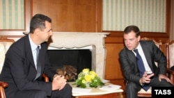 Russian President Dmitry Medvedev (right) and Syria's President Bashar al-Assad in Sochi