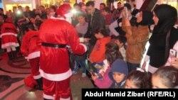 توزيع هدايا على الأطفال في (فاملي مول) بأربيل
