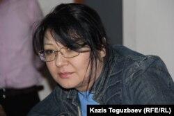 Оппозиционный журналист Гузяль Байдалинова на скамье подсудимых в суде по иску Казкоммерцбанка. Алматы, 16 мая 2016 года.