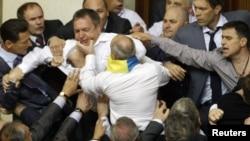 Під час бійки у Верховній Раді, коли депутати більшості намагалися розглянути мовний законопроект. 24 травня 2012 року