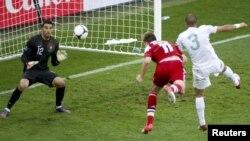 Дания құрамасының шабуылшысы Никлас Бендтнердің гол соққан сәті. Укарина, Львов, 13 маусым 2012 жыл.