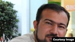 Журналист Сеймур Хази.