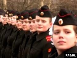 Әскери академияда оқып жатқан ресейлік қыздар. Ресей, Мәскеу, 22 сәуір 2009 жыл. (Көрнекі сурет)