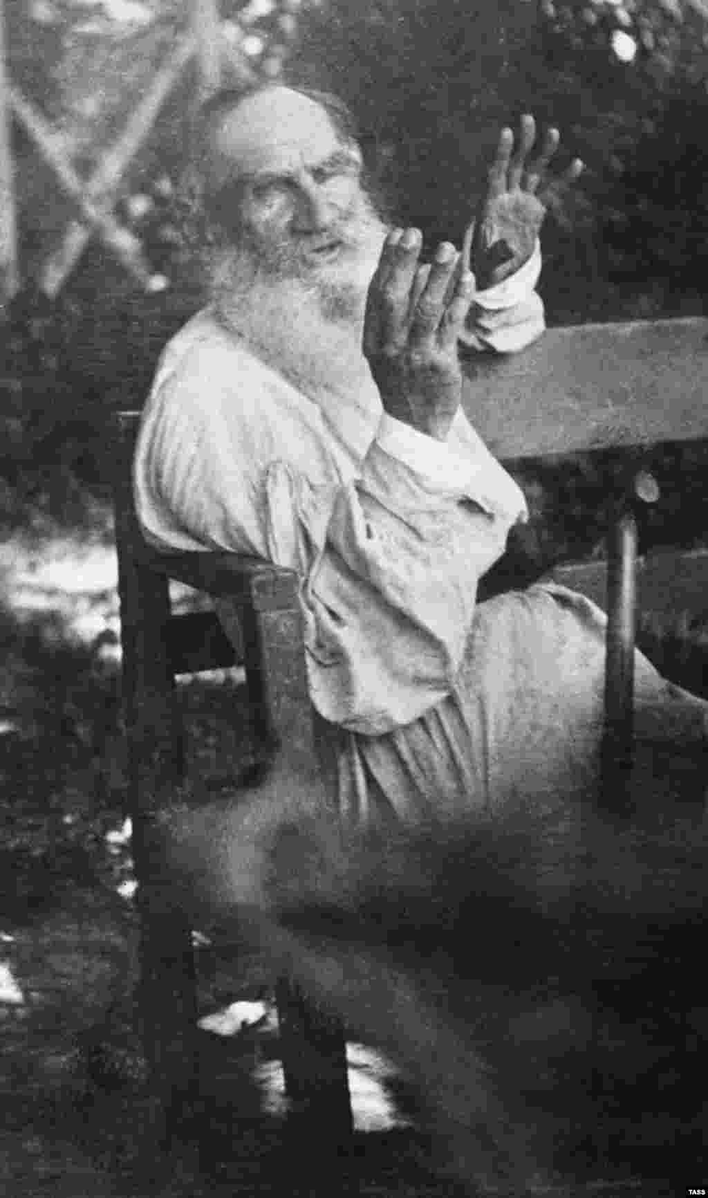 A rare image from 1909 of Tolstoy speaking. Less than a year later, amid an ongoing marital crisis, Tolstoy walked out of his house and into the snow. Then he boarded a train to an uncertain destination. He caught pneumonia during the journey and died on November 20, 1910, in a stationmaster's house.