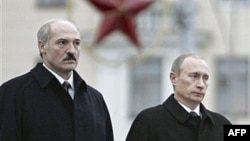 "Belarusian President Alyaksandr Lukashenka (left) and his Russian counterpart Vladimir Putin have vowed to counter any attempts to ""interfere"" in their countries. (file photo)"