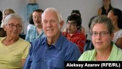 Несколько потомков Томаса и Люси Аткинсон и Алатау Тамшибулака Аткинсона, приехавших в Казахстан. Алматы, 26 июля 2016 года.