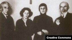 Georgiý Çulkow, Mariýa Petrowyh, Anna Ahmatowa, Osip Mandelştam. 1934 ý.