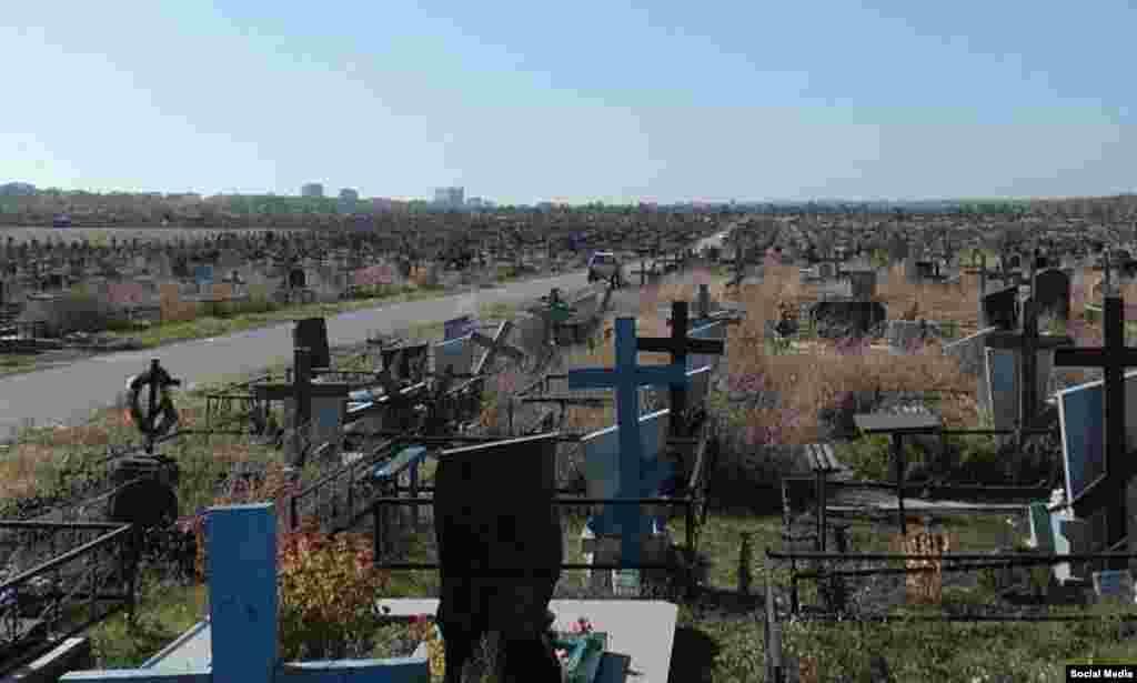 Дондагы Ростов шәһәрендәге зиратның хәзер мәетләр күмелә торган өлеше