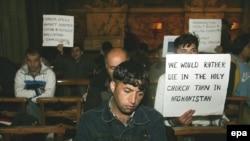 سخت گیری های ایرلند در سال 2006 موجب شده بود تا گروهی از پناهجویان دست به اعتصاب غذا بزنند.