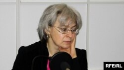 Anna Politkovskaya in a 2006 photo during a visit to RFE/RL's Moscow bureau