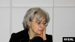 «Два или три дня она была здесь - и отношение к ней поменялось»: Несмотря на отравление, Анна Политковская все-таки доехала до Беслана