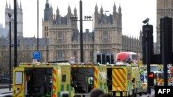 На месте нападения в Лондоне.