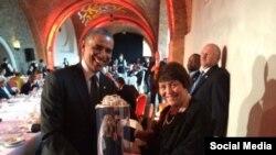Подарунок Бараку Обамі від дружини Мустафи Джемілєва Сафінар