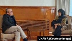 د عکس ښي لور ته د دیبورا لیونز او چپ لور ته امرالله صالح