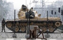 تانک ارتش مصر در مقابل کاخ ریاست جمهوری