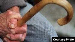 Представники урядових партій наголошують, що підвищення пенсійного віку пов'язане з економічною необхідністю