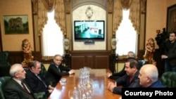 Armenia - Prosperous Armenia leader Gagik Tsarukian meets Armenian National Congress leader Levon Ter-Petrosian, 13 Feb2015