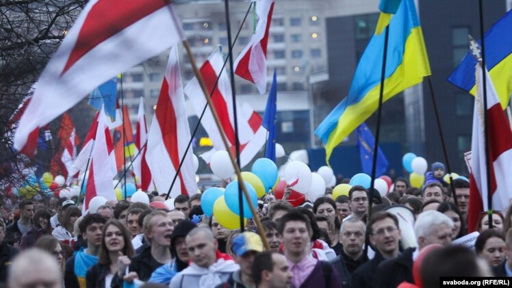 More than 1,500 rallied on Independence Day in Minsk on March 25, carrying Belarusian and Ukrainian flags.