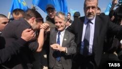 «Прорив» Джемілєва. Шість років тому лідер кримських татар намагався потрапити на батьківщину (фотогалерея)