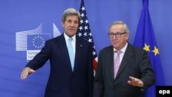 Secretarul de stat american John Kerry înîtmpinat de Președintele Comisiei Europene, Jean-Claude Juncker, la Bruxelles