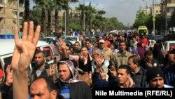 متظاهرون مصريون موالون لجماعة الأخوان المسلمين في القاهرة